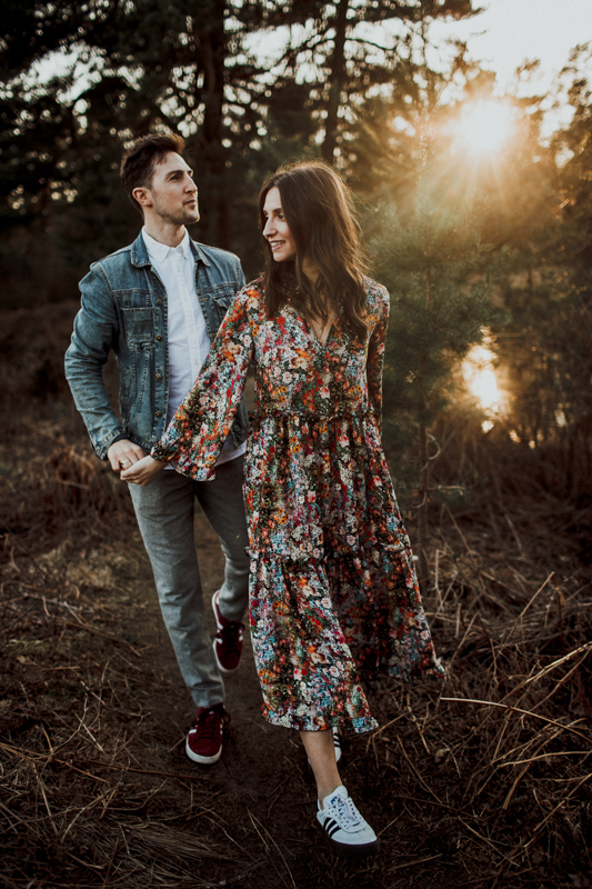 Das ist ein magischer Ort für ein Verlobungsshooting oder ein Elopement. Die Natur ist die schönste Kulisse, die man sich vorstellen kann. Die Beiden haben die letzten Sonnenstrahlen sichtlich genossen.