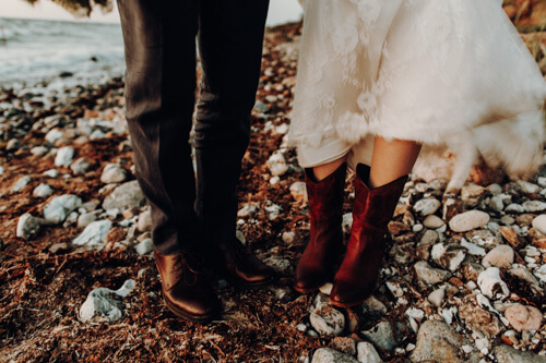 Cowboy boots with a wedding dress? Why not, our dear bride Sandra loves cowboy boots and wanted to surprise her sweetheart with them. And for the outdoor wedding in Denmark it was the perfect decision.