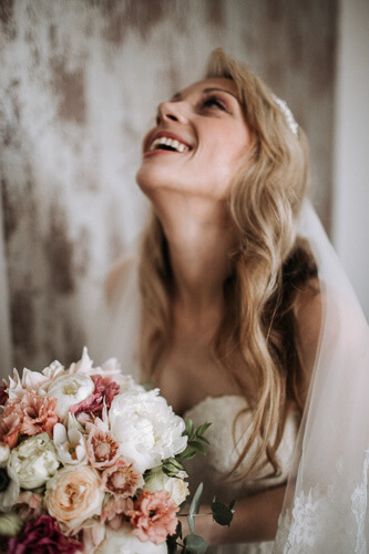 smiling and chilled brides are the best